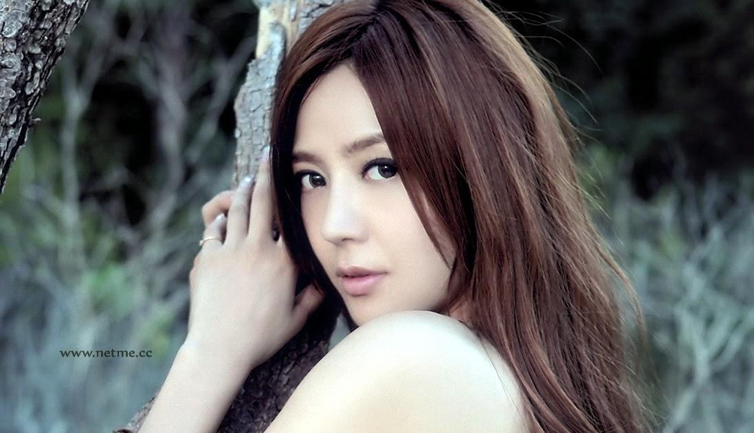 Majalah Korea: Model Mulus Seksi Toket Gede