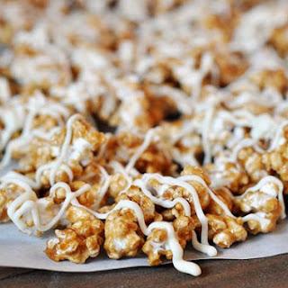 Cinnamon Roll Caramel Popcorn {Sugar Rush Gift Edition #1}.