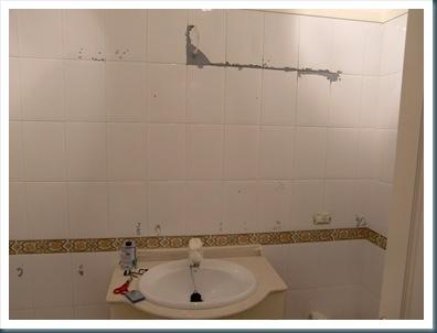 Como pintar azulejos en un cuarto de baño