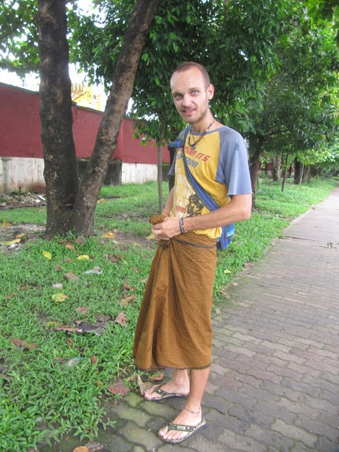 Traveling Myanmar - the country of beautiful sunsets and