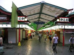 058 - Mercado antes del templo de Senso Ji.JPG