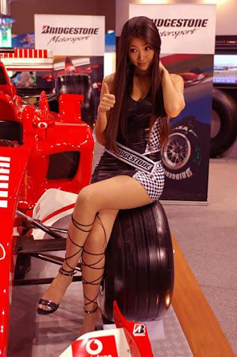 Re: La F1 con sus bellas edecanes y aficionadas