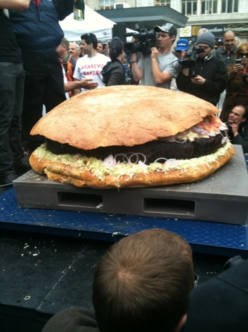 World's Largest Hamburger Contender from Canada Weighed In at 590 Pounds 01