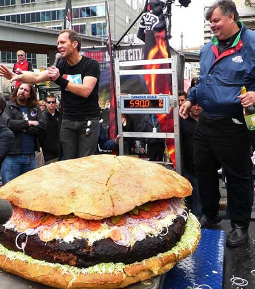 World's Largest Hamburger Contender from Canada Weighed In at 590 Pounds 02