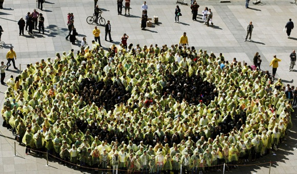 The Largest Human Smiley Face In The World 01