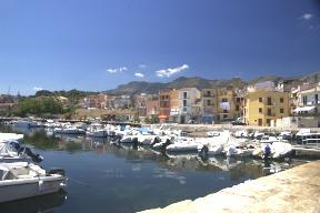 Sizilien - Der Yachthafen von San Nicola l'Arena