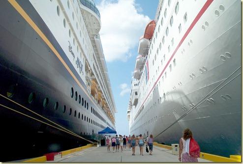 Dcp_0137-pier between 2 ships