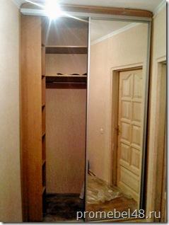 шкаф купе за дверью