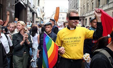 bijušais luterāņu mācītājs Māris Sants iet kopar gejiem praidā  - grēki kristīgās brīvības aizsegā
