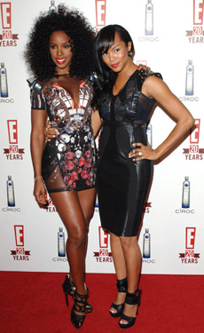 Kelly Rowland and LeToya Luckett kick it together on the red carpet