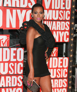 Solange on the red carpet at the VMA's [image courtesy of Getty images and MTV]