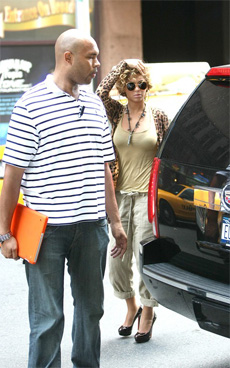 Beyoncé be stylin' (like Etta James on Safari) | Snapped