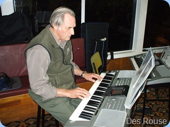 Des Rouse playihg the arrival music on his Yamaha PSR 3000