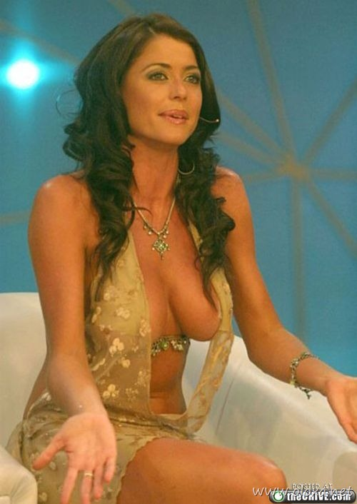 tv-anchors-booby-cleavage-7