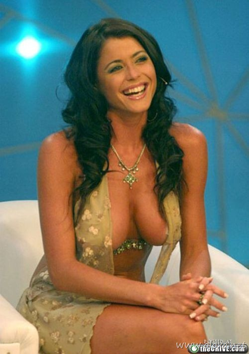 tv-anchors-booby-cleavage-9