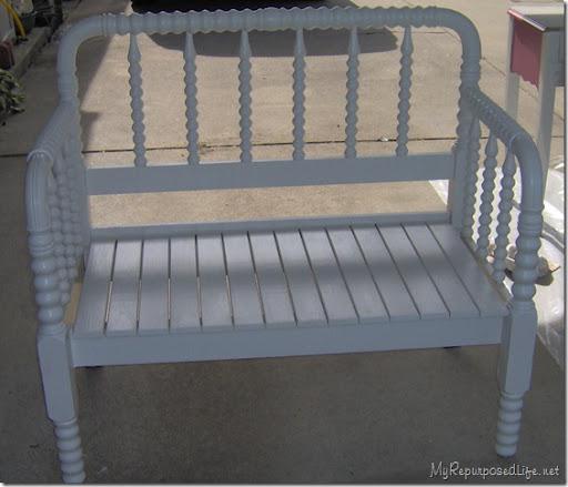 Fancy twin spool bed bench