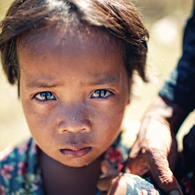 To be Afraid by Nguyen Kien - Babies & Children Child Portraits ( children, holding hand, scare, cambodia, emotion )