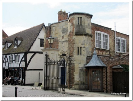 A mediaeval gate house between the Abbey and Cathedral.