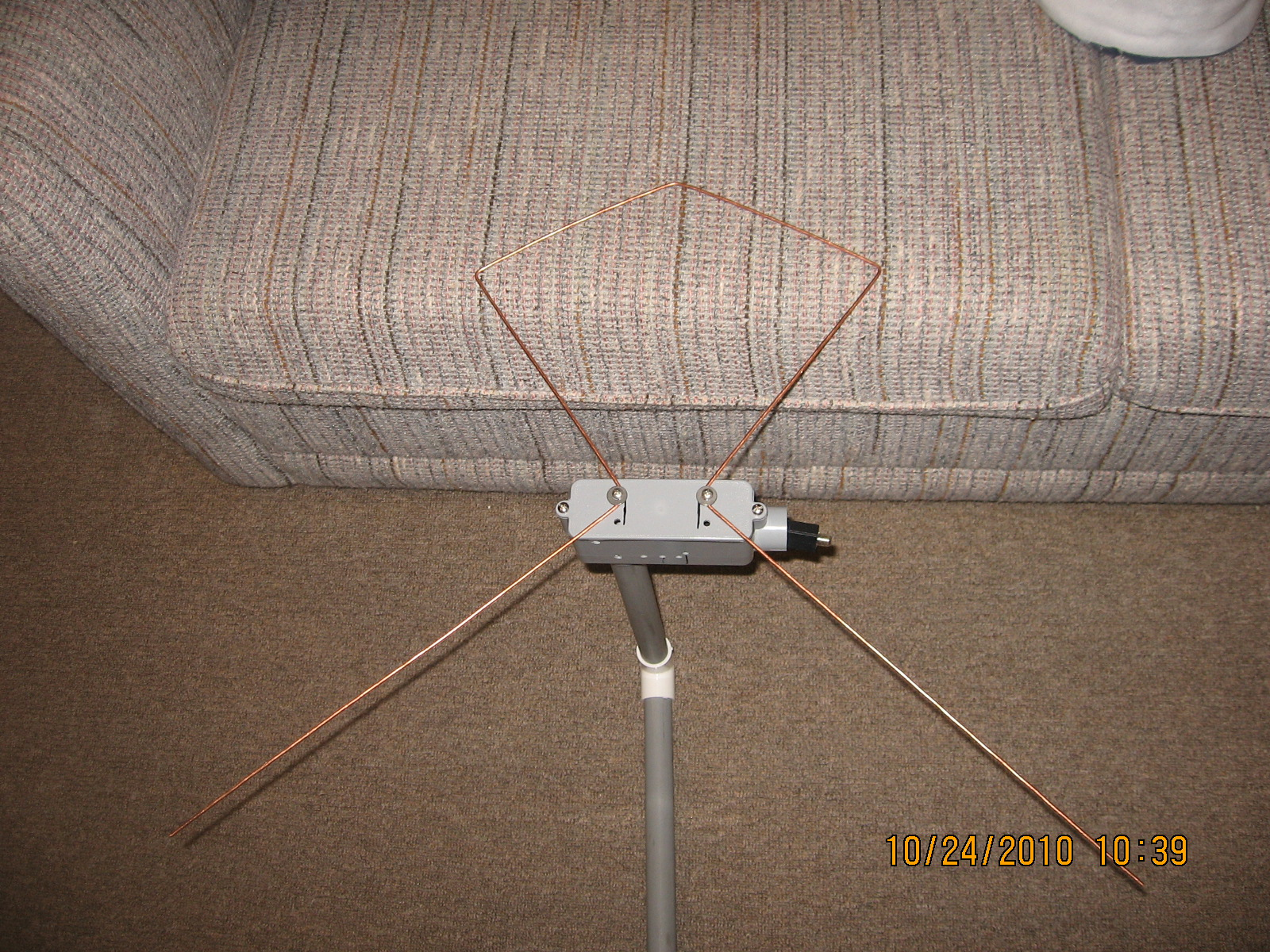 High performance TV antenna from one piece of wire.