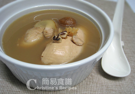 海參瑤柱雞湯 Chicken, Dried Scallop and Sea Cucumber Soup