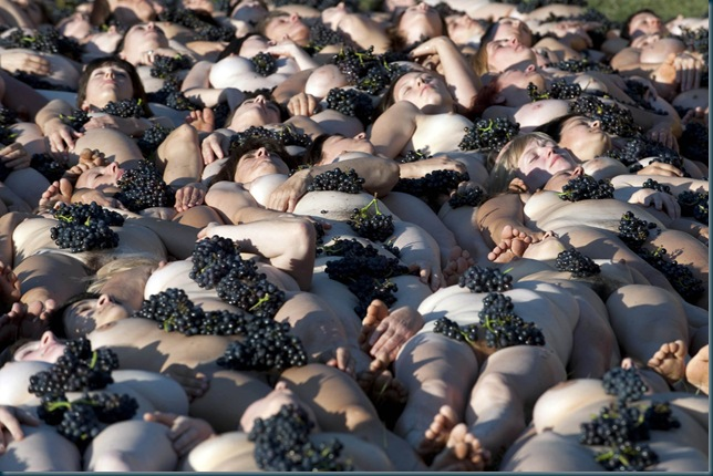 700 people naked to fight climate change  Fuissé, Burgundy, 3rd October 2010. On the initiative of Greenpeace France and world-famous artist Spencer Tunick, 700 volunteers pose nude in a human installation in a vineyard in the south of Burgundy. The impacts of climate change are already being felt all around the world. In France, they are affecting the wines and the vineyards. These installations are an intense illustration of the vulnerability of humankind and its culture to climate change. With only 80 days left before the Climate Conference in Copenhagen, in this extremely important year for the future of the Earth, Greenpeace, Spencer Tunick and all the volunteers who participated in this unique installation hope it will help raise awareness and put pressure on leaders to act now !