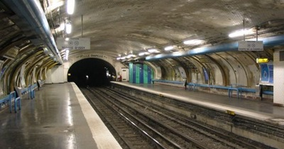 Paris_metro_abbesses_station