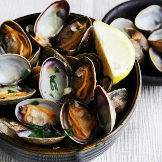 Steamed Clams in White Wine.