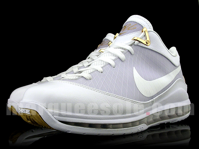 new style e0112 313c5 Real Nike Air Max LeBron VII Low – White and Gold Sample   NIKE LEBRON -  LeBron James Shoes