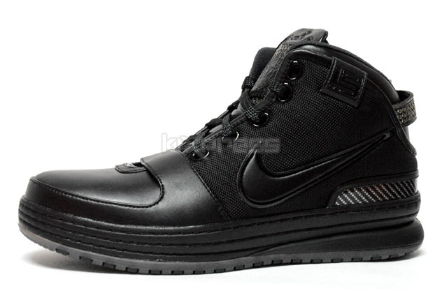 promo code 463a5 ba8be ... Batman Inspired Triple Black Zoom LeBron VI Available in Stores ...