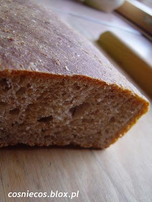 Chleb z sokiem z ogórków kiszonych