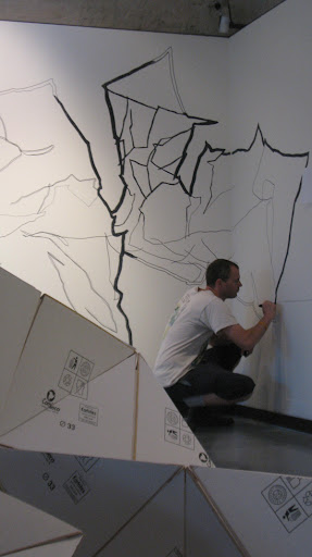 Drawing on the wall, Pagina Schiacciata in foreground.