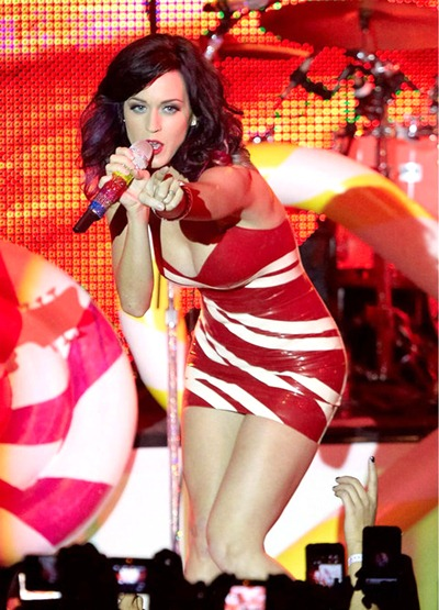 gallery_main-katy-perry-concert-titties-010