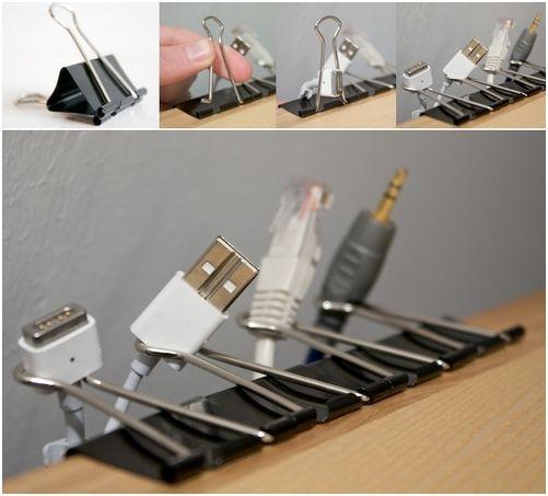 como organizar los cables del escritorio con pinzas de papeleria