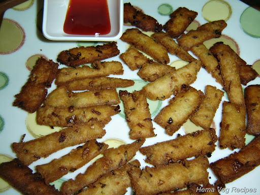 Onion Finger Chips with Tomato Sauce