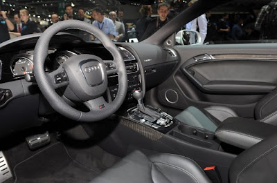 2011 Audi RS5-06.jpg