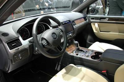 2011 Volkswagen Touareg-05.jpg