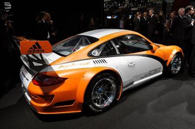 Porsche 911 GT3 R Hybrid-04.jpg