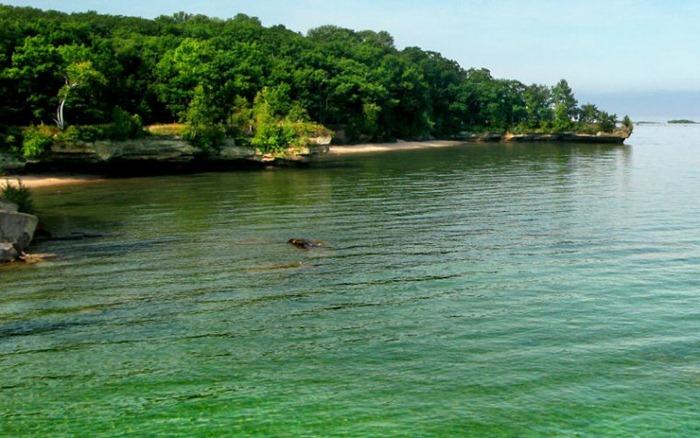 بحيرة هيورون في امريكا lakehuron102.jpg?img