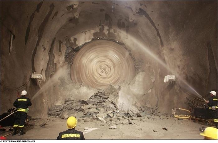 [Image: longest-rail-tunnel%20%287%29%5B2%5D.jpg?imgmax=800]