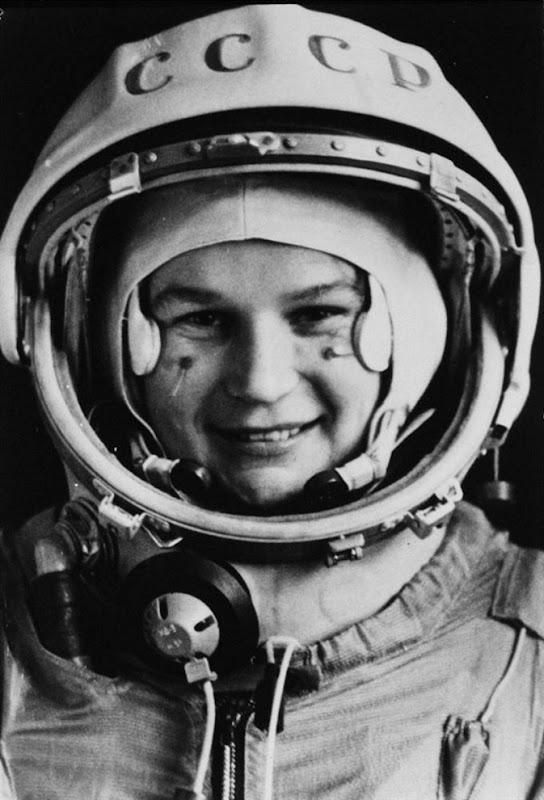 retro girl astronaut - photo #18