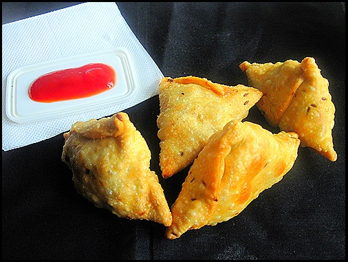 Bakery style Indian samosa recipe