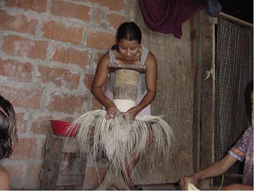 Montecristi Cantón con historia y mucha tradición. ELABORACIÓN DE SOMBREROS  DE PAJA TOQUILLA. 8fd77198193