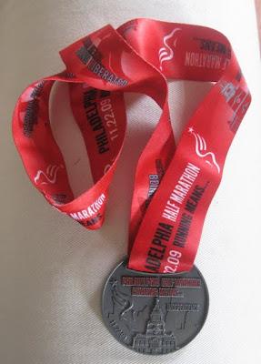 2009-Philadelphia-Half-Marathon-Medal-tasteasyougo.com