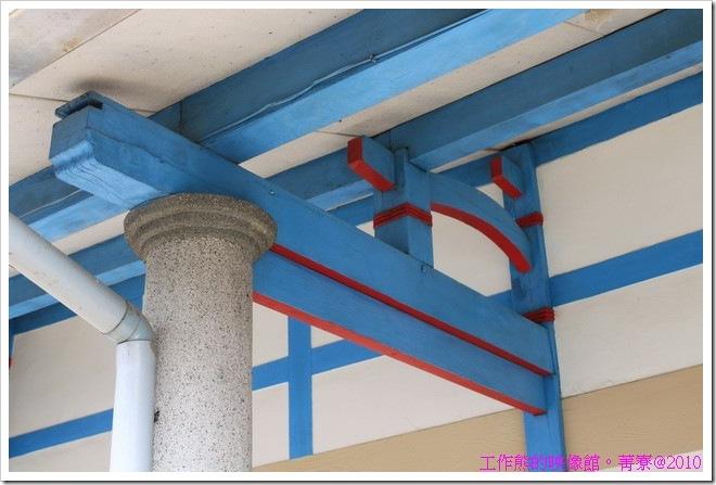 騎樓下樑柱採用磨石子的柱子,大概是擔心雨水會破壞樑柱吧!