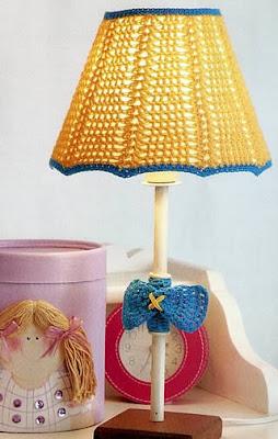 l mpara tejida a crochet para habitaci n infantil una lampara fuera de lo com n. Black Bedroom Furniture Sets. Home Design Ideas