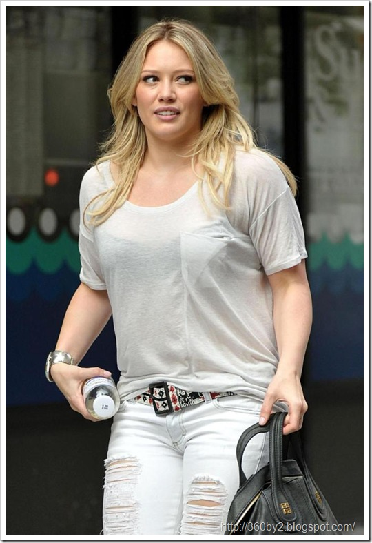 Hilary Duff Ruins A See Through Moment 360by2 Blog Spot