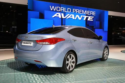 2011-Hyundai-Elantra-13.JPG