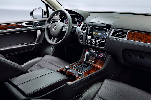 2011-Volkswagen-Touareg-9.jpg