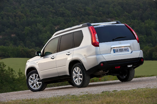 2010-Nissan-X-Trail-15.JPG