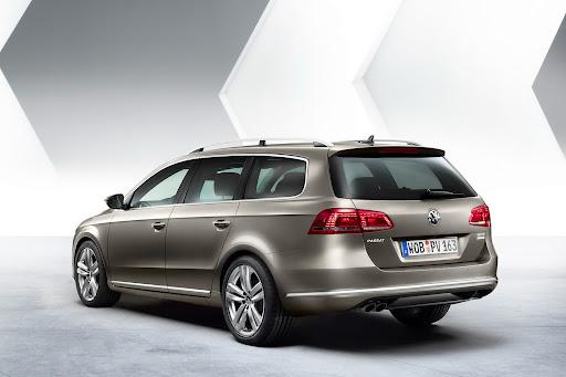 2011-Volkswagen-Passat-B7-5.jpg